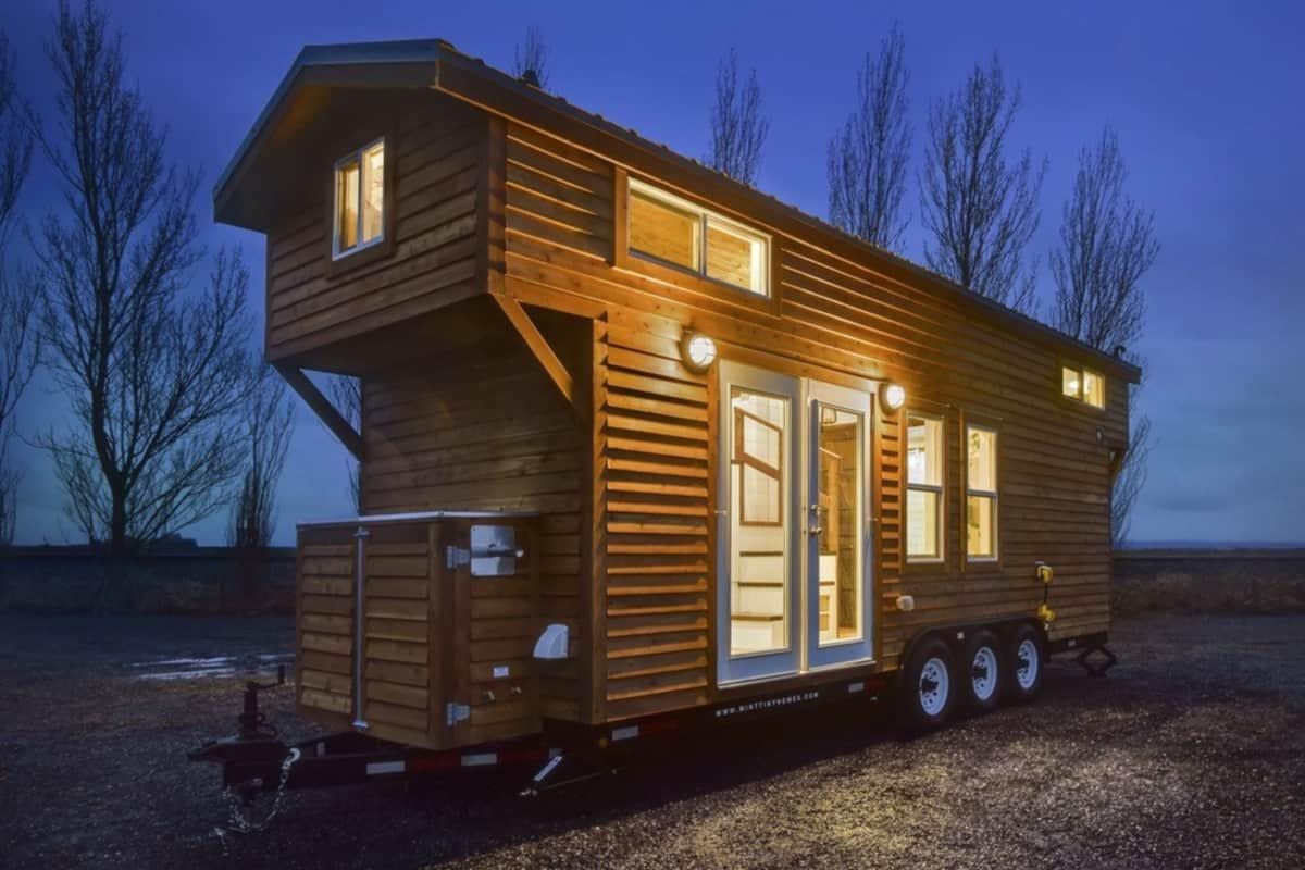 24 Rustic Tiny House With Cozy Lofts
