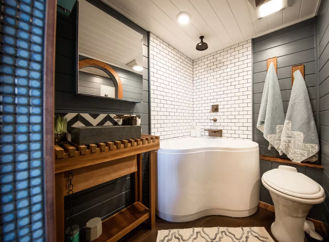 10 Creative Ideas For Your Tiny House Bathroom